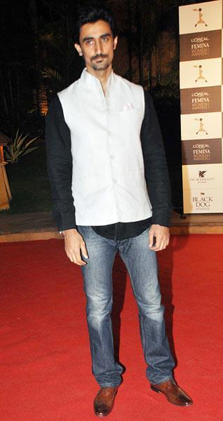 Kunal Kapoor Dappers Look In Red Carpet At Loreal Femina Women Awards 2013