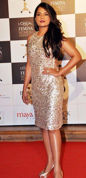 Richa Chadha Gorgeous Look In Red Carpet At Loreal Femina Women Awards 2013