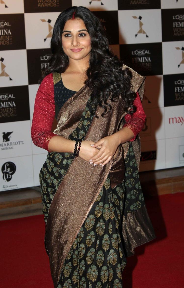 Vidya Balan Strikes A Pose In Red Carpet At Loreal Femina Women Awards 2013