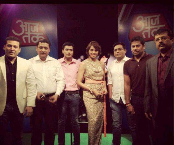 Bipasha With Aaj Tak Team Posed For Camera During Promotion Of Aatma