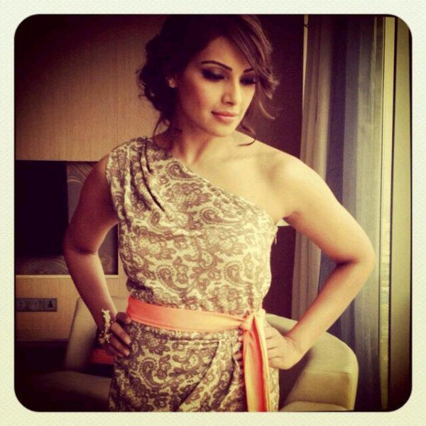 Bipasha Sexy Look Pose For Camera At Aaj Tak During Promotion Of Aatma