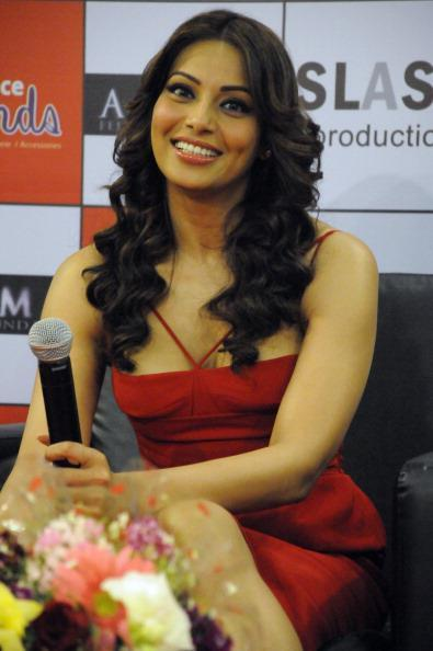 Bipasha Basu Sweet Smiling Look At Ambience Mall During The Promotion Of Aatma