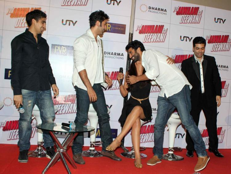 Aditya Gives A Hug To Deepika Where Others Give A Look Photo Clicked At