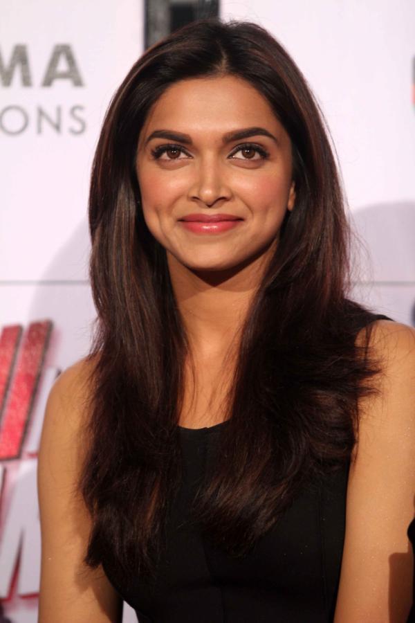 Deepika Sexy Smile Photo Clicked At Trailer Launch Of Yeh Jawaani Hai Deewani