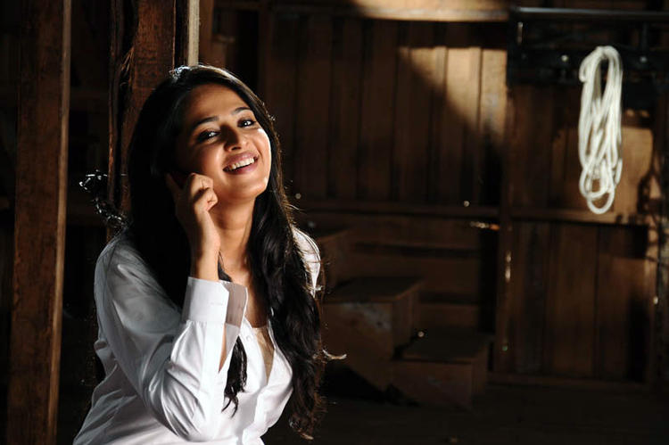 Anushka  Cute Smiling Photo Still From Telugu Movie Bad Boy