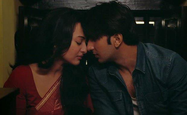 Ranveer And Sonakshi Hot Expression Photo Stills From Lootera