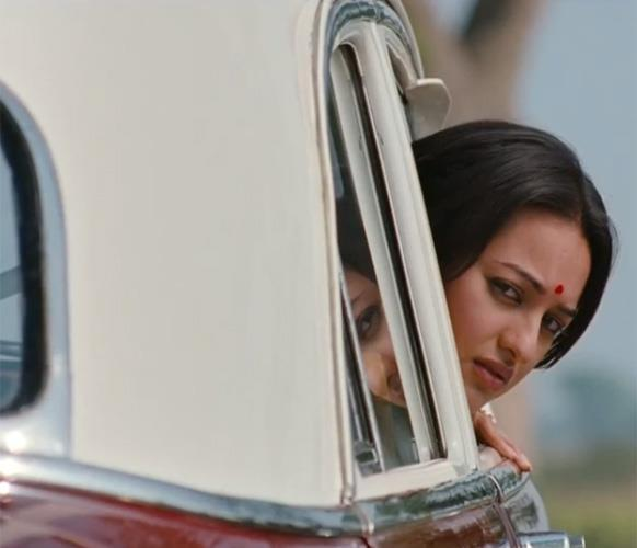 Sonakshi  Back Look Photo Stills Out Of Car From Movie Lootera