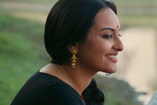 Sonakshi Sexy Look Photo Stills From Lootera