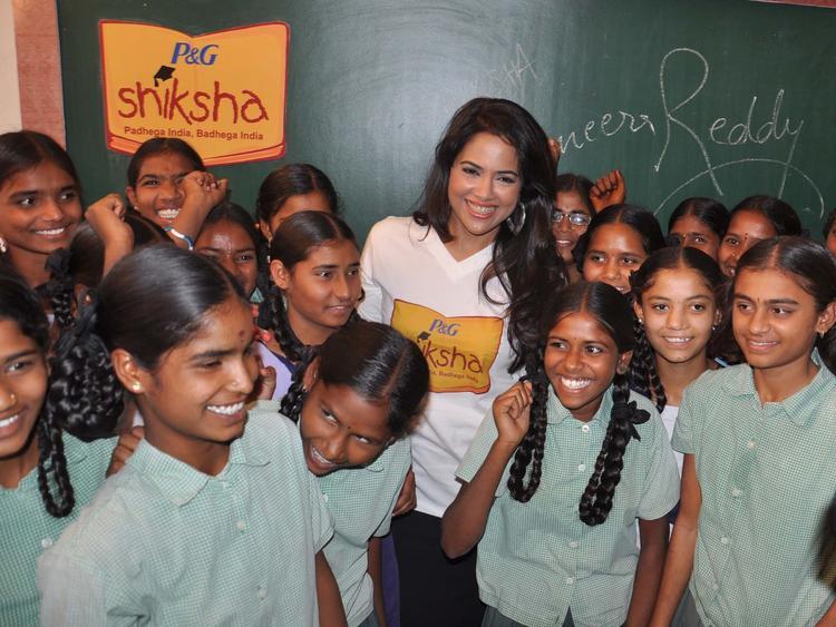 Sameera Reddy Cool At P&G Shiksha Diwas In Zilla Parishad Government High School