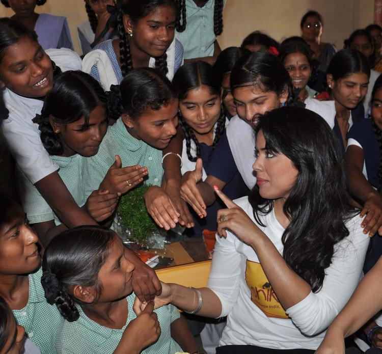 Sameera Reddy At P&G Shiksha Diwas In Zilla Parishad Government High School