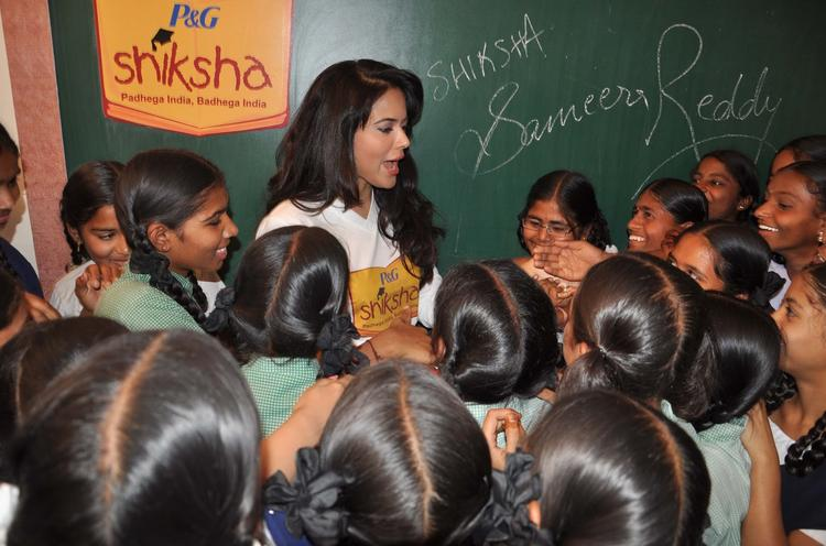 Sameera Reddy Smiling Look At P&G Shiksha Diwas In Zilla Parishad Government High School