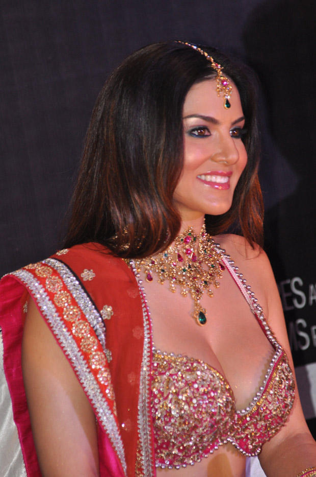 Sunny Leone Cute Smiling Look At Shootout At Wadala Promotion Event