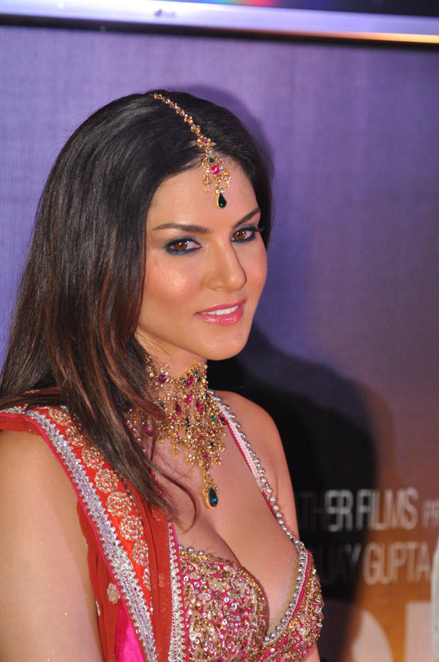 Sunny Leone Dazzling Look At Shootout At Wadala Promotion Event