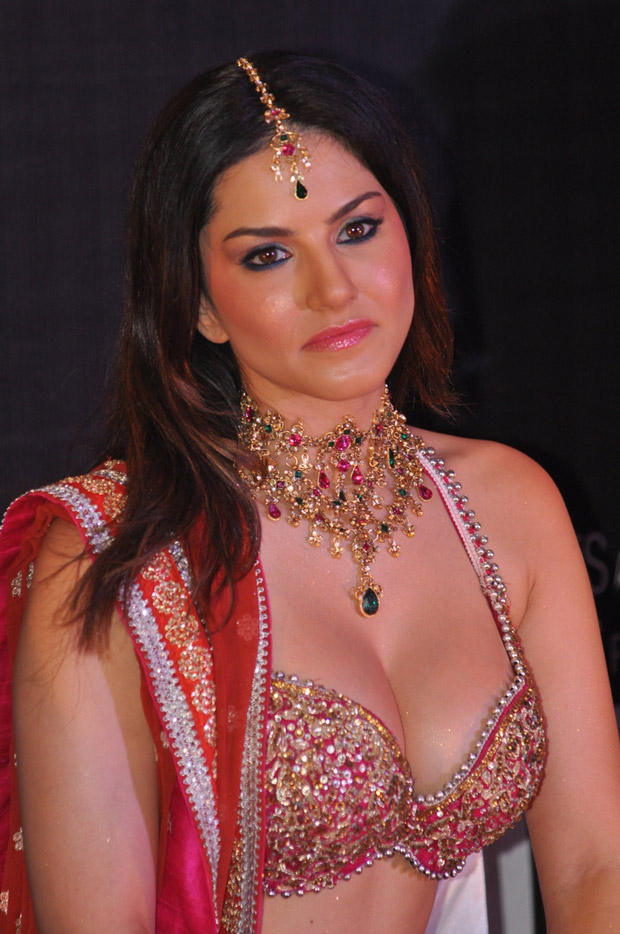 Sunny Leone Exclusive Hot At Shootout At Wadala Promotion Event