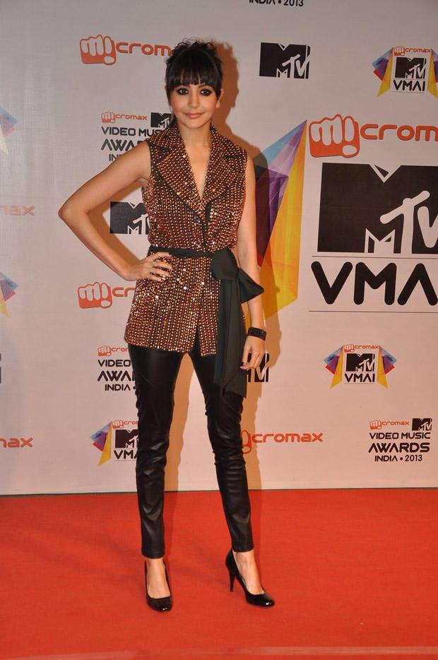Anushka Sharma Posed In Red Carpet At MTV Video Music Awards 2013