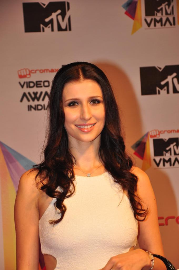 Claudia Ciesla Dazzles In Smiling Pose At MTV Video Music Awards 2013