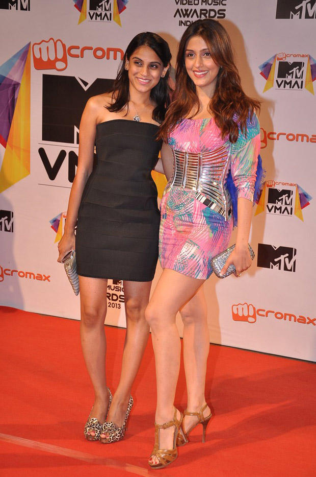Manasi Scott And Aarti Chhabria Clicked In Red Carpet At MTV Video Music Awards 2013