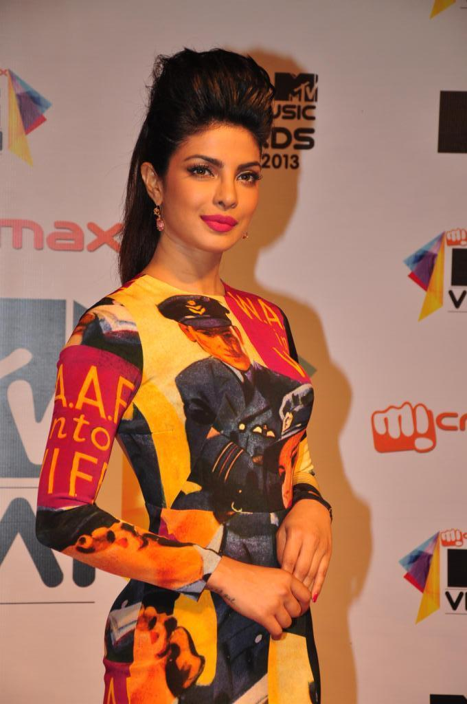 Priyanka Chopra Glamour Look At MTV Video Music Awards 2013