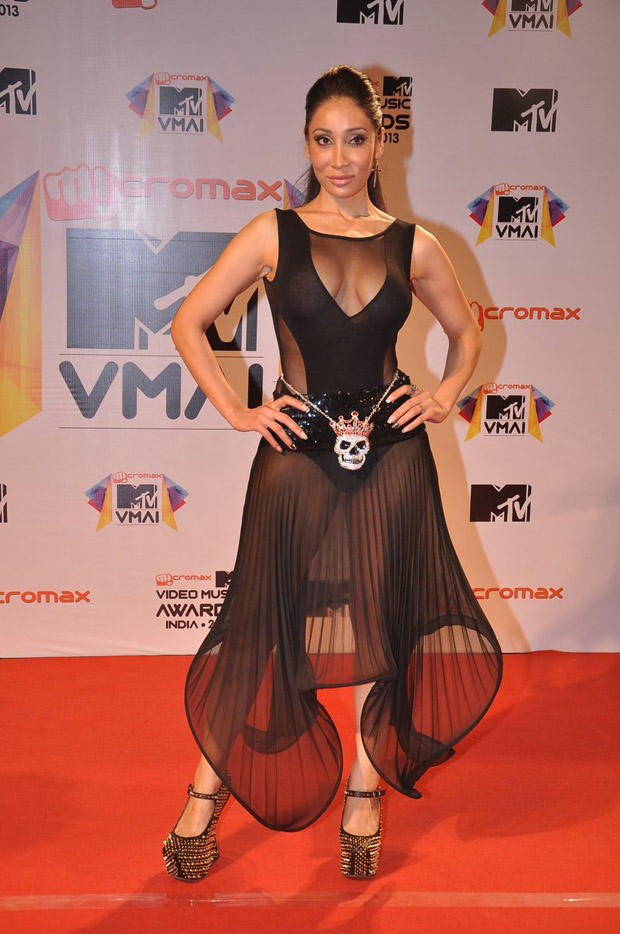 Sofia Hayat Bold Spicy Look In Red Carpet At MTV Video Music Awards 2013