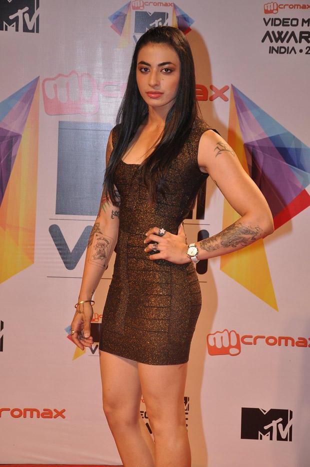 VJ Bani Strikes A Pose At MTV Video Music Awards 2013