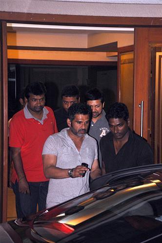 Sunil Shetty Snapped At Sanjay Dutt Residence