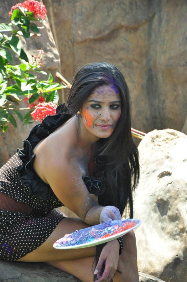 Poonam Hot And Sexy Photo Still In A Black Sleeveless Dress During Promotion Of Water Less Holi Festival