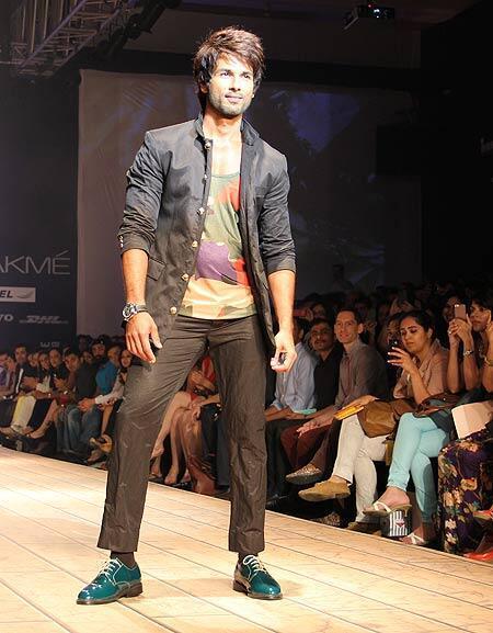 Shahid Kapoor Graced On Ramp At Lakme Fashion Week 2013