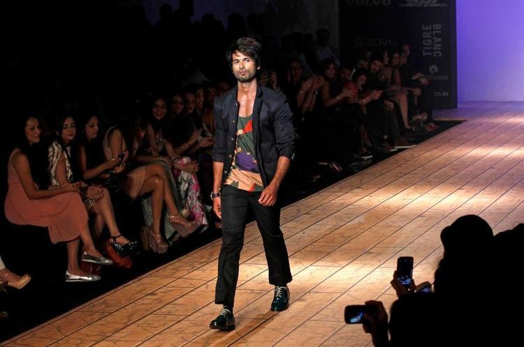 Shahid Kapoor Showstopper For Designer Kunal Rawal At Lakme Fashion Week 2013