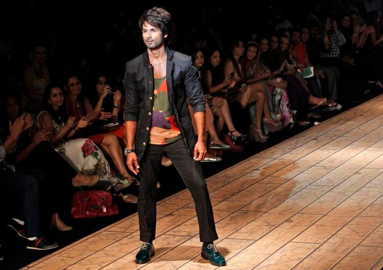 Shahid Kapoor Walked The Ramp For Designer Kunal Rawal On The Second Day Of The Lakme Fashion Week