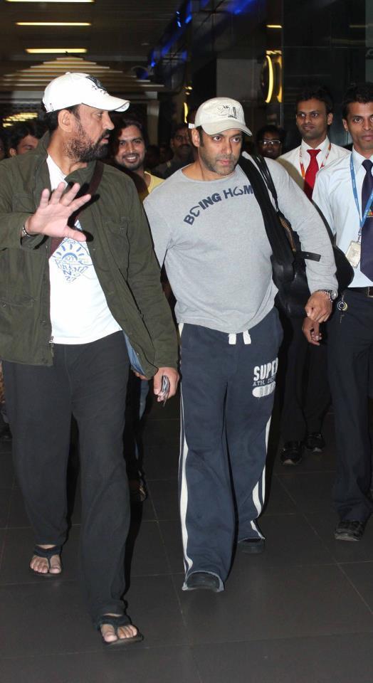 Salman And Shera Walking Photo Clicked At Airport Returning From Medical Checkup