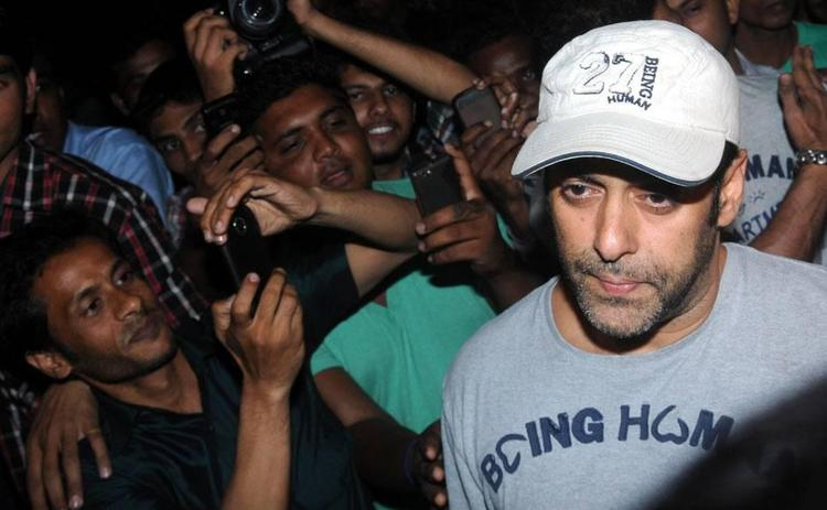 Salman Arrived At Airport Returning From Medical Checkup