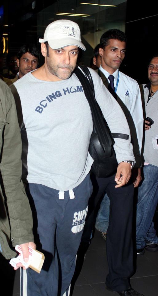 Salman Clicked At Airport Returning From Medical Checkup