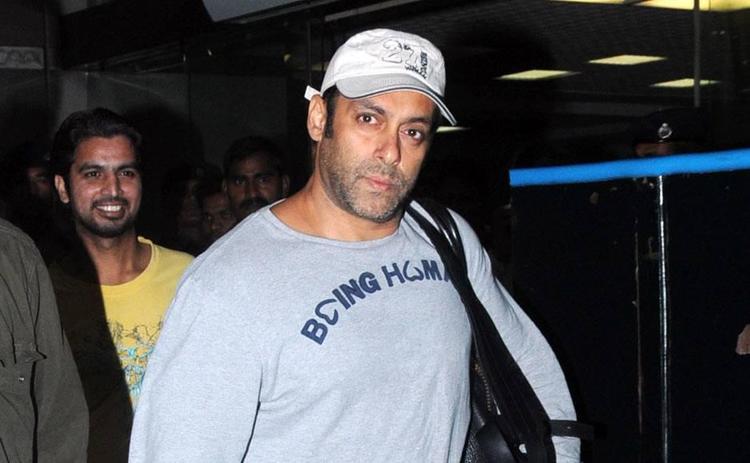 Salman Dashing Look Photo Clicked At Airport Returning From Medical Checkup