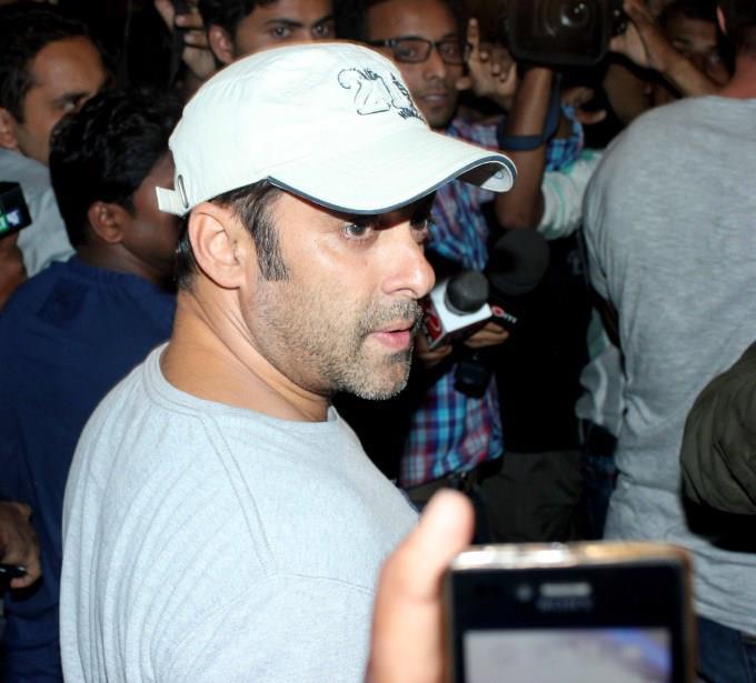 Salman Nice Look Photo Clicked At Airport Returning From Medical Checkup