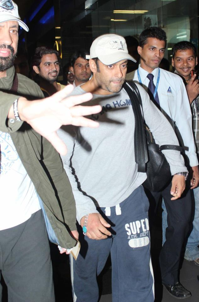 Salman Photo Clicked At Airport Returning From Medical Checkup