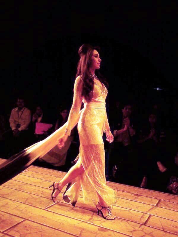 Karisma Kapoor Showstopper For Shehla Khan At Lakme Fashion Week 2013
