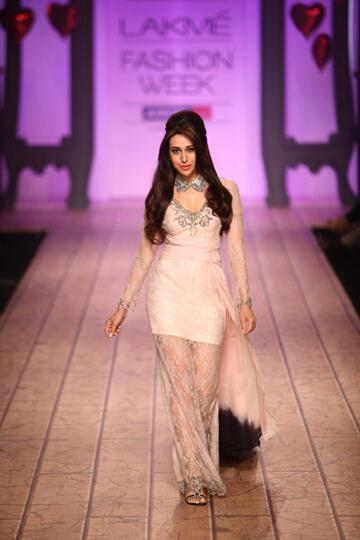 Karisma Kapoor Walks On Ramp At Lakme Fashion Week 2013