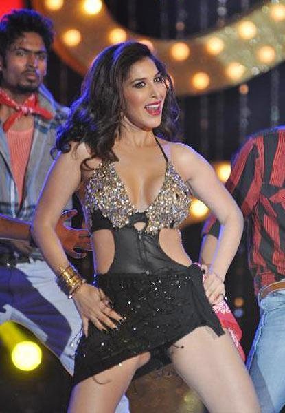 Sophie Choudry Hot Expression Dance At Shootout at Wadala Music Launch