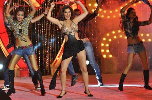 Sophie Choudry Sexy Performance At Shootout at Wadala Music Launch