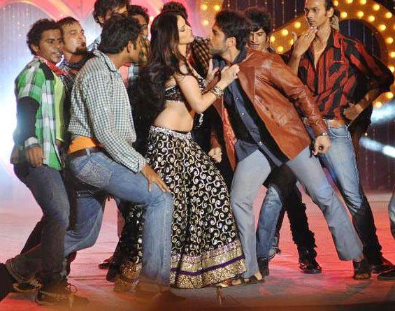 Sunny Leone Seducing Performance At Shootout at Wadala Music Launch