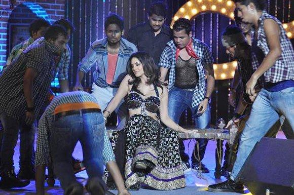Sunny Leone Sexy Expression Dance At Shootout at Wadala Music Launch