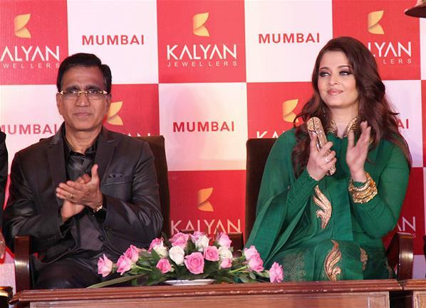 Aishwarya Clapping Photo Clicked At Kalyan Jewellers Press Conference