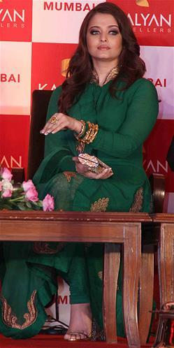 Aishwarya Gorgeous Look Photo Clicked At Kalyan Jewellers Press Conference