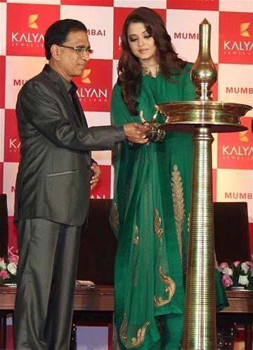 Aishwarya Inaugurates The Kalyan Jewellers Press Conference