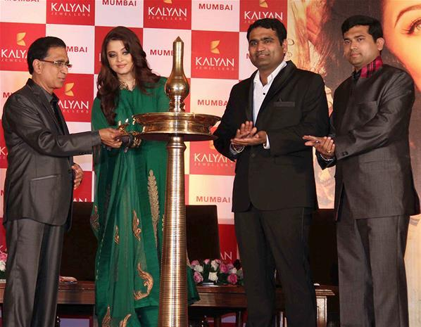 Aishwarya Lightening The Lamp Photo Clicked At Kalyan Jewellers Press Conference