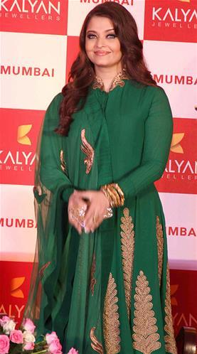 Aishwarya Looked Sizzling In A Green Anarkali At Kalyan Jewellers Press Conference