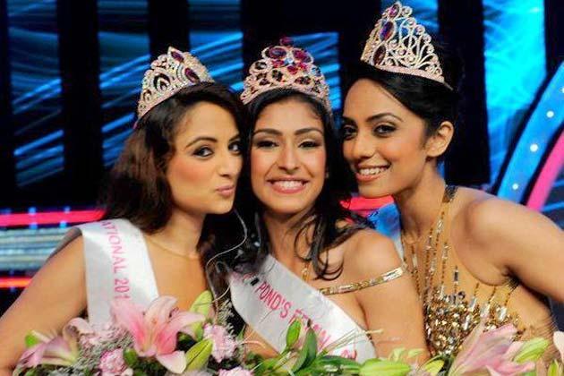 Sobhita,Navneet And Zoya Cool Smiling Look At Femina Miss India Grand Finale 2013