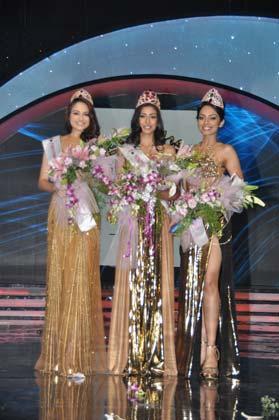 Sobhita,Navneet And Zoya Posed At Femina Miss India Grand Finale 2013
