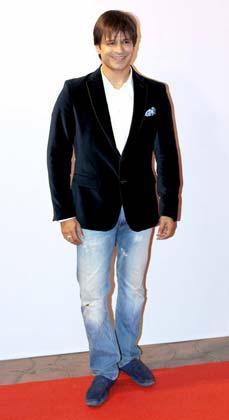 Vivek Oberoi Posed In Red Carpet At Femina Miss India Grand Finale 2013