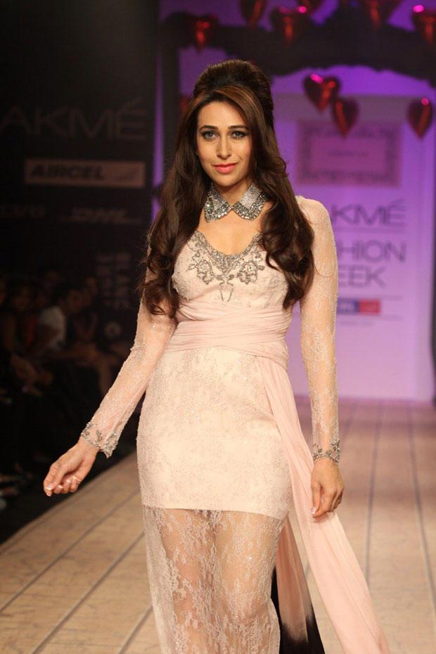 Karisma Kapoor Graced At Lakme Fashion Week Summer Resort 2013